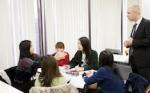 英語をはじめとした外国語に特化した勉強ができる学校があります。    語学学習に力を入れている学校では、特別なコースを設定して集中し勉強に取り組める環境を整えていること、ネイティブの外国人講師が直接指導を行い本格的な言語に触れられること、留学生との交流などで積極的に外国語に触れられる機会があること、などが特長として上げられます。