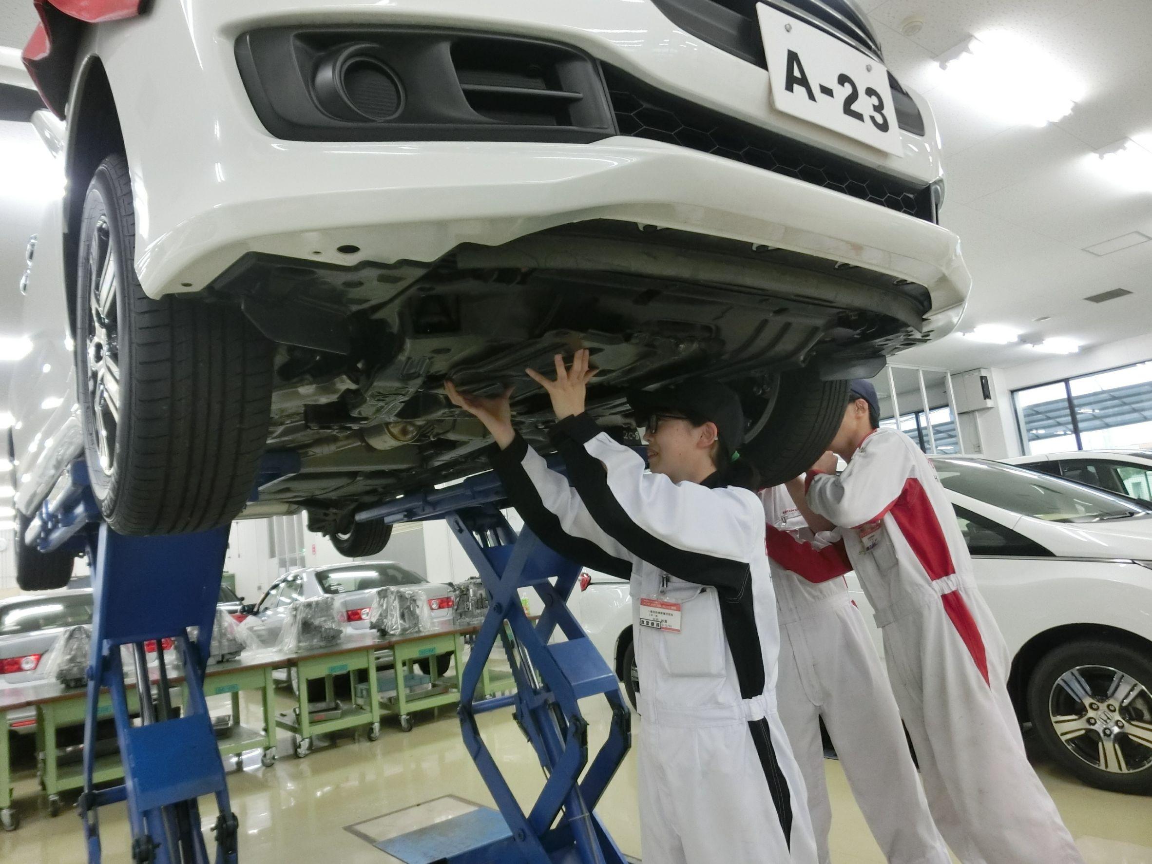 通信制高校卒業後、専門学校で1級自動車整備士を目指す