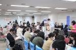 仕組みもわかる「通信制高校・サポート校合同相談会」が3月2日(土)、兵庫県神戸市の三ノ宮研修センターで開催されました。この日は、兵庫県、大阪府など近畿地区を中心とした通信制高校、サポート校、高等専修学校、技能連携校14校が一堂に会し、来場者の進路相談に応じました。