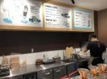 一階にあるカフェ。ここでは、北海道から取り寄せた牛乳からつくられたアイスクリームなどが頂けます。