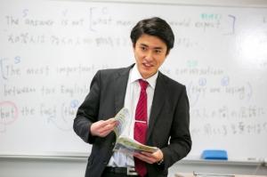 進学コースの授業風景です。受験指導経験の豊富な先生が丁寧に指導しています。