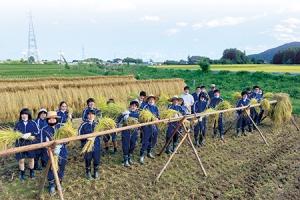 緑の拠点、本校(栃木県塩谷町)での体験学習を通して、感性を育みます。