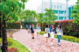 東京本校の通学の1コマ