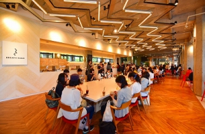同じ敷地内にある京都造形芸術大学のカフェ「BREATH KUAD(ブレスクアド)」や学生食堂、図書館、体育館も利用できます。